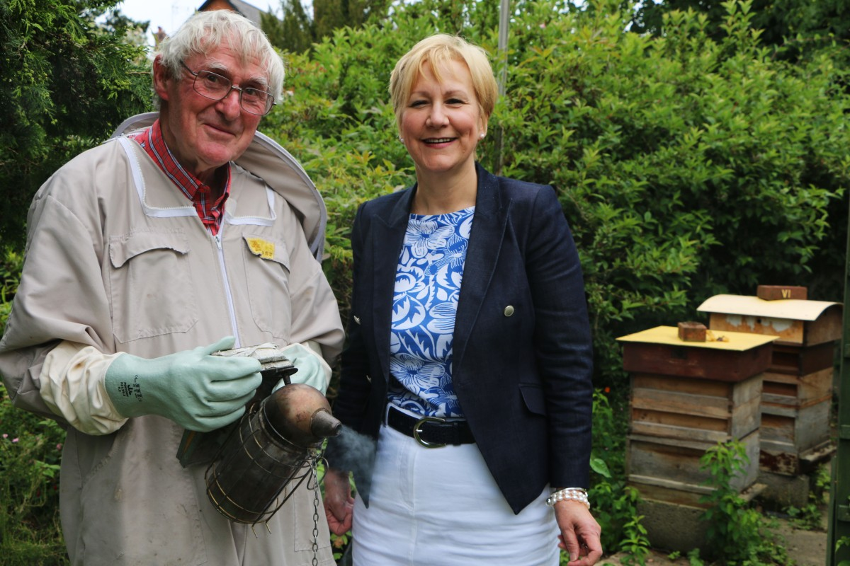 Bee Keeper John Gale and Opus Ann Tonks 1.jpg